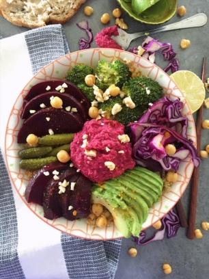 buddha bowl d'hiver et houmous de betterave rouge