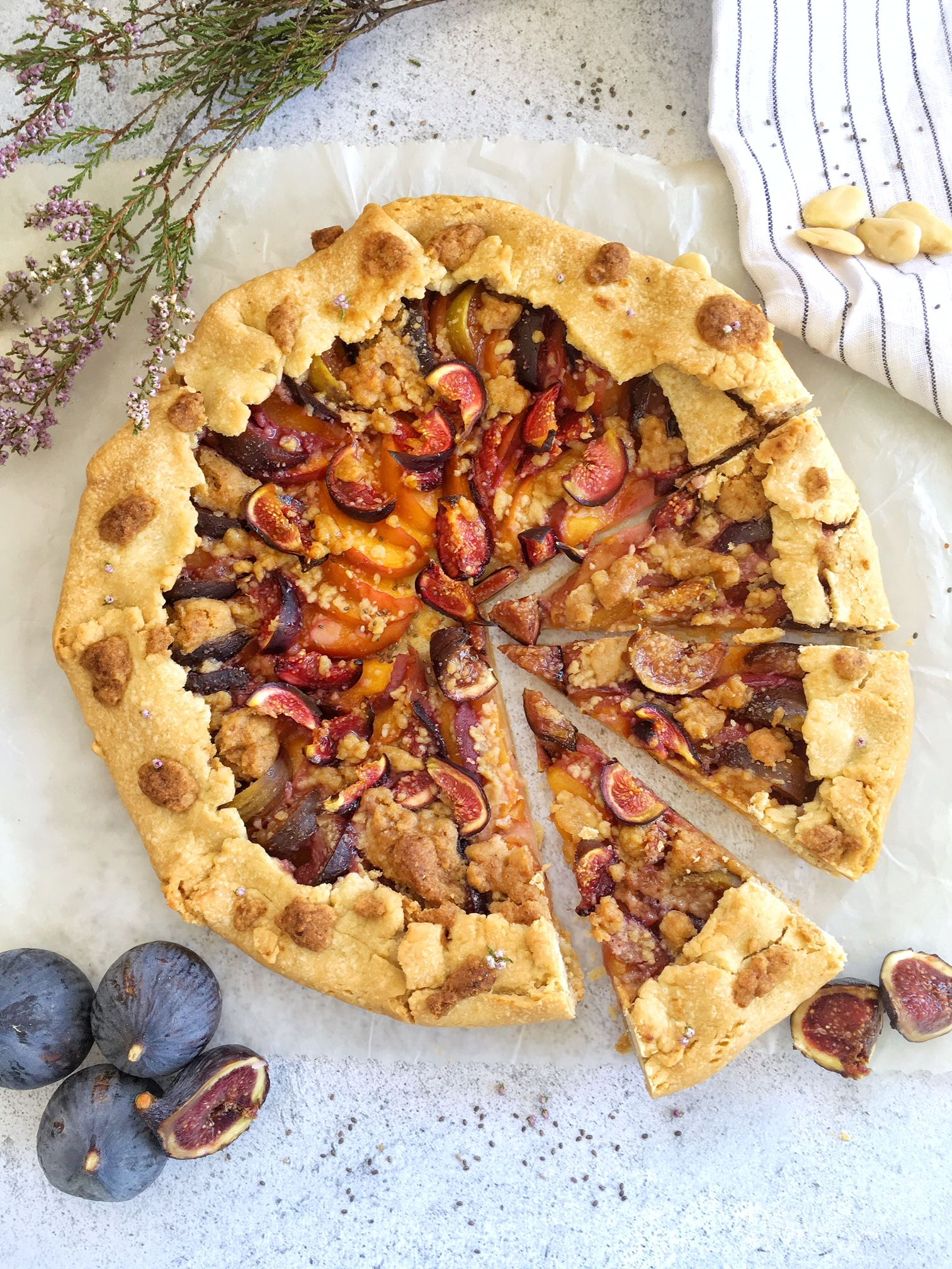 tarte-peche-figue-crumble-the-good-and-the-food